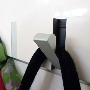 LoCa Garderobe Knax 4 Buche geölt (Haken klappbar Alu)  – Bild 2