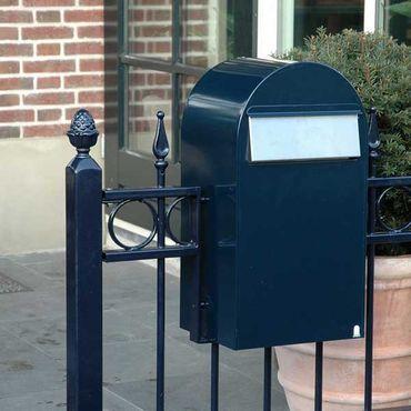 Bobi Grande B Briefkasten RAL 9005 strukturschwarz, Klappe aus Edelstahl Zaunbriefkasten – Bild 2