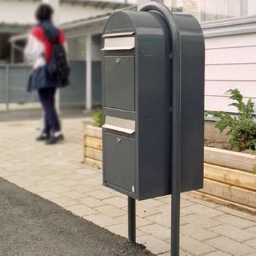 Bobi Round RAL 5003 blau Briefkastenständer – Bild 4