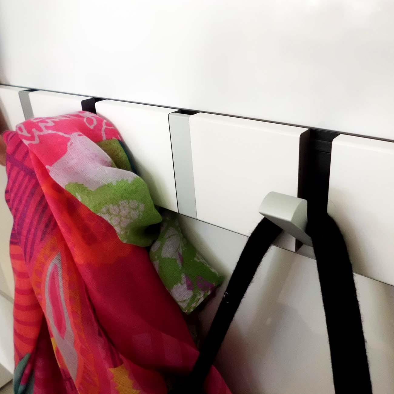 knax loca garderobe garderobenleiste mit 10 haken eiche ge lt haken in grau m bel. Black Bedroom Furniture Sets. Home Design Ideas