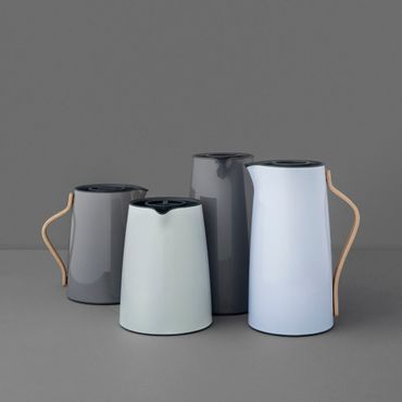 stelton emma wasserkocher 1 2 l blau buchenholzgriff x 210. Black Bedroom Furniture Sets. Home Design Ideas